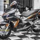 Tem xe Honda Airblade 2016 – 040 – Tem xe thiết kế nhôm cam đen đơn giản