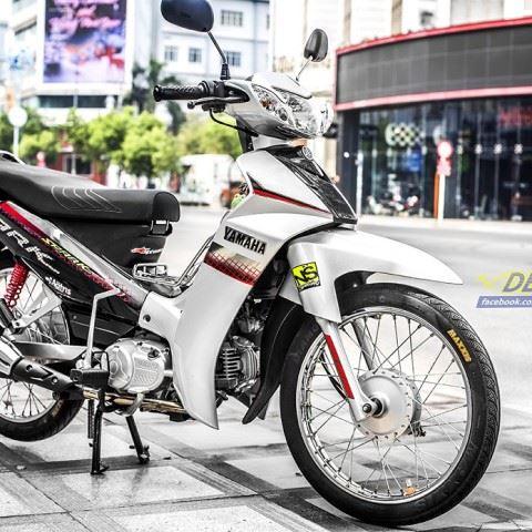 Tem xe Yamaha Sirius - 210 - Tem xe thiết kế Spark trắng đỏ
