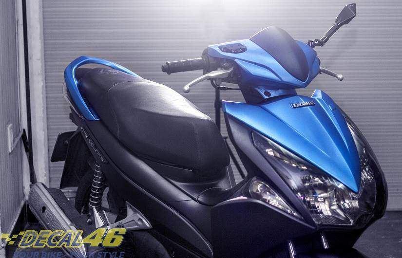 Tem xe Honda Airblade 2011 - 4 - Tem xe thiết kế đen xanh xước