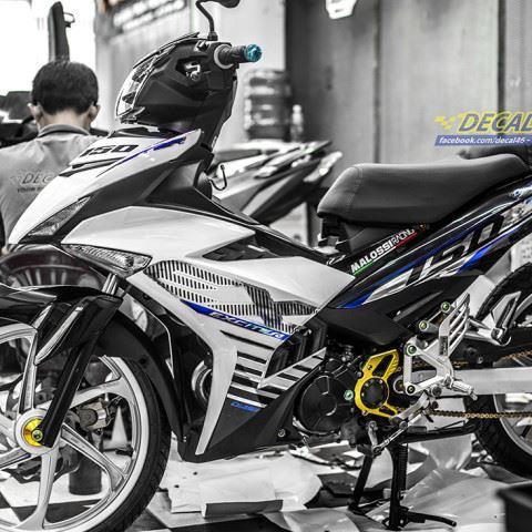 Tem xe Exciter 150 – 447 – Tem xe thiết kế MX King chrome trắng đen