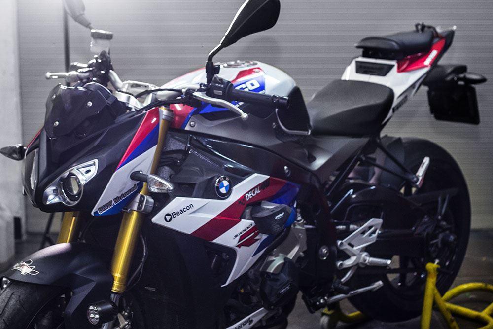 Tem xe PKL - Tem xe BMW S1000R thiết kế Typo