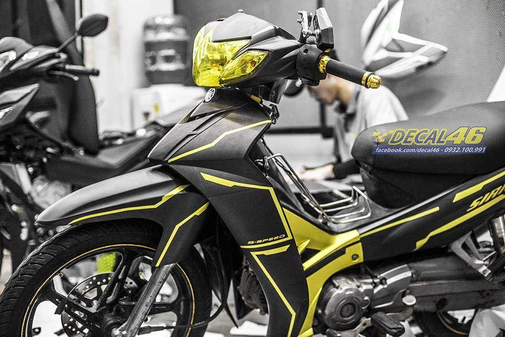 Tem xe Yamaha Sirius - 241 - Tem xe thiết kế Slider nhôm vàng đen
