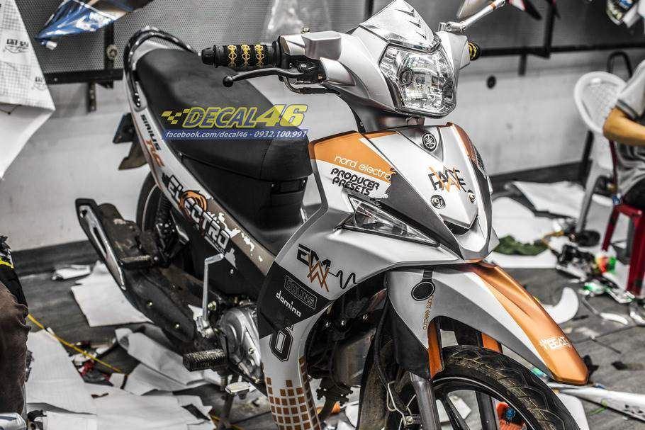 Tem xe Yamaha Sirius - Tem xe thiết kế nhôm cam đen EDM