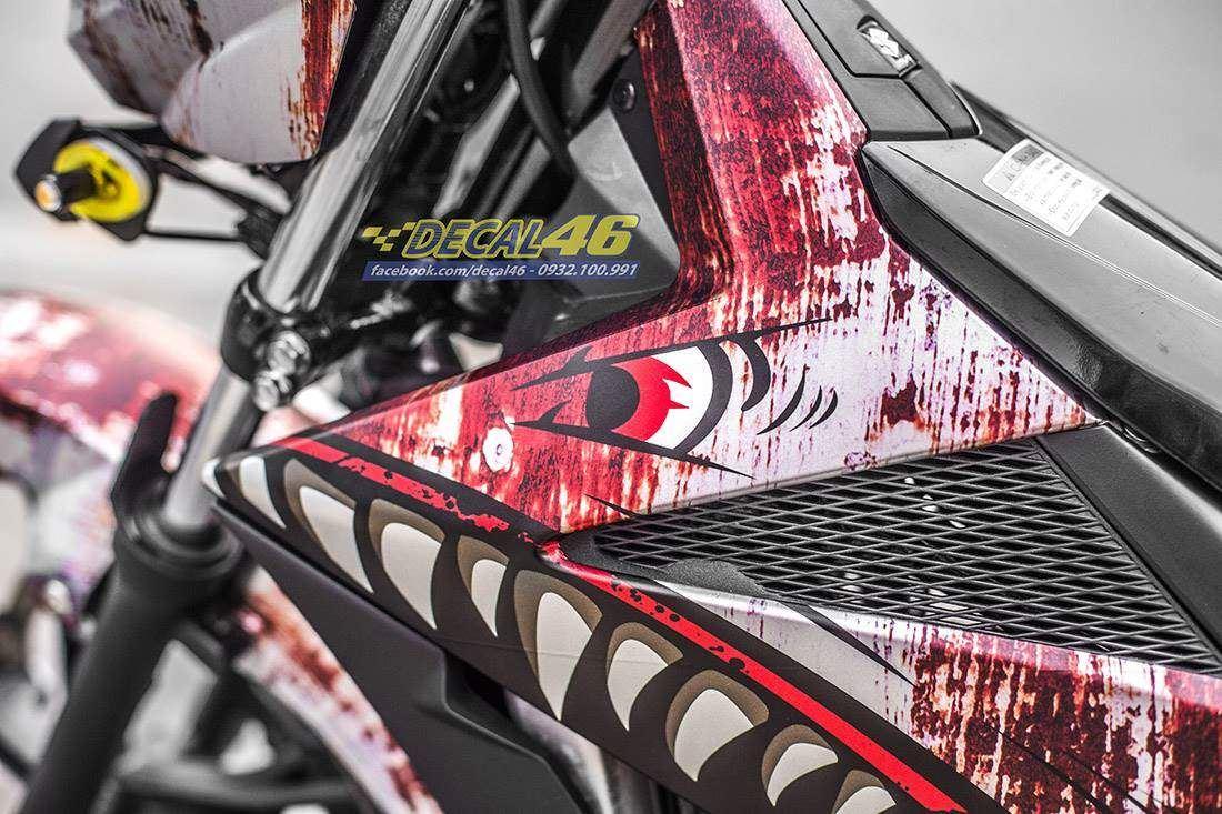 Tem xe Raider - Tem xe thiết kế Cá mập rỉ sét nhôm
