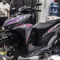 Tem xe Vario - 100 - Tem xe thiết kế Xám xi măng line hồng