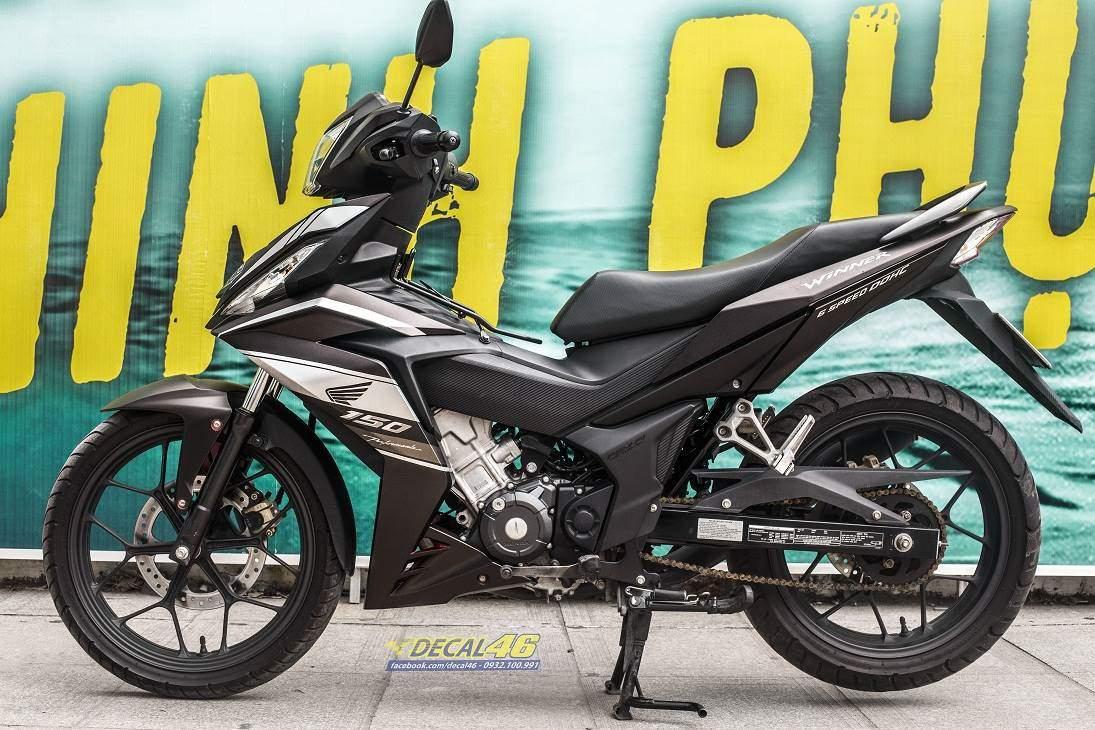 Tem xe Winner 150 - 486 - Tem xe Winner thiết kế Honda đơn giản nhôm trắng đen