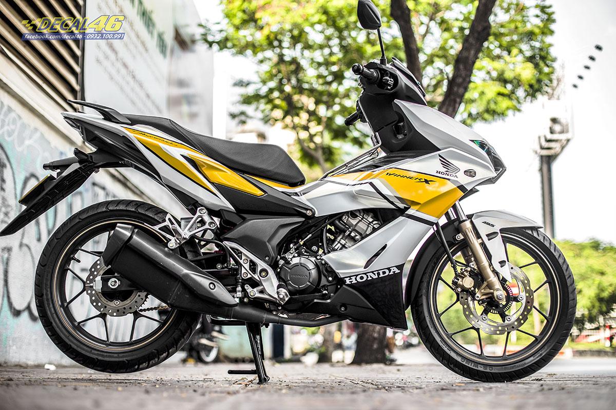 Tem xe Winner X - 067 - thiết kế Racing trắng ngọc trai vàng đen